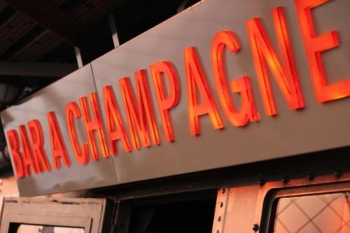 Eiffel_bar_a_champagne
