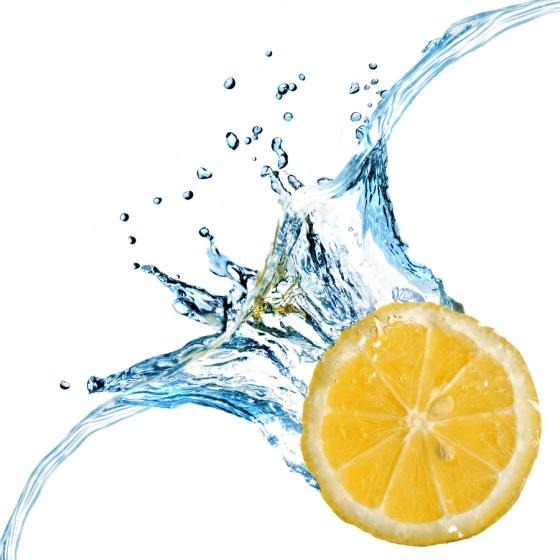 fresh-lemon-dropped-into-water